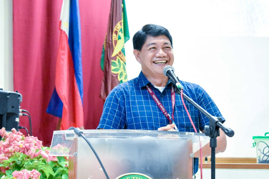 UPOU FEd Dean Ricardo T. Bagarinao urges the forum participants to nurture the sense of nationalism and loyalty in today's youth by further advocating literacy strategies across the curriculum.