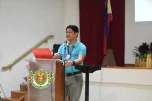 Dr. Ricardo T. Bagarinao welcomes the newly admitted students of the Faculty of Education.